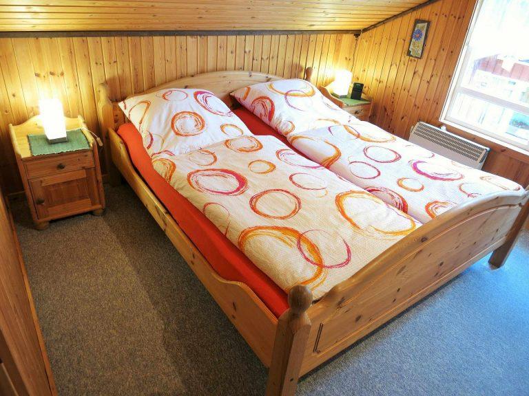 Haus Alissa Schlafzimmer OG mit Bett 1,80m x 2,00m