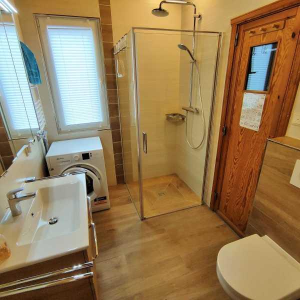 Badezimmer Haus Merle mit Waschmaschine